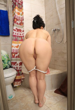 Milf nude ass chick