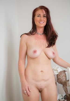 naked milf shaved selfies
